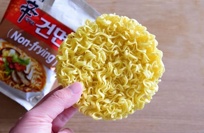 辛ラーメンノンフライ麺写真
