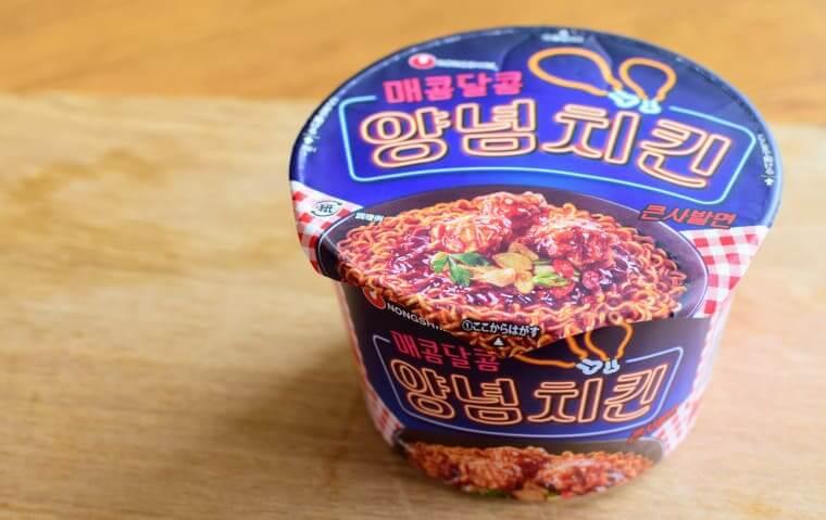 ヤンニョムチキンカップ麺パッケージ写真