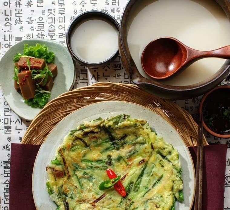 韓国チヂミとマッコリ