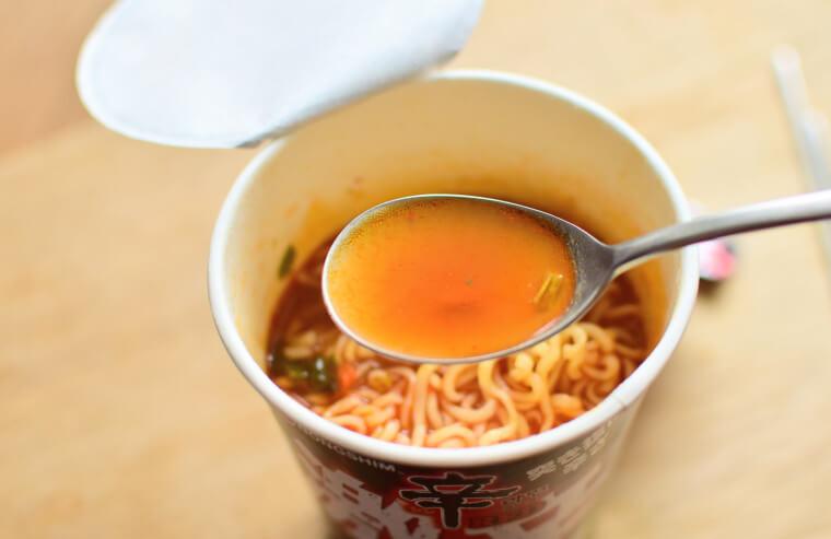 辛ラーメン激辛レッドスープ