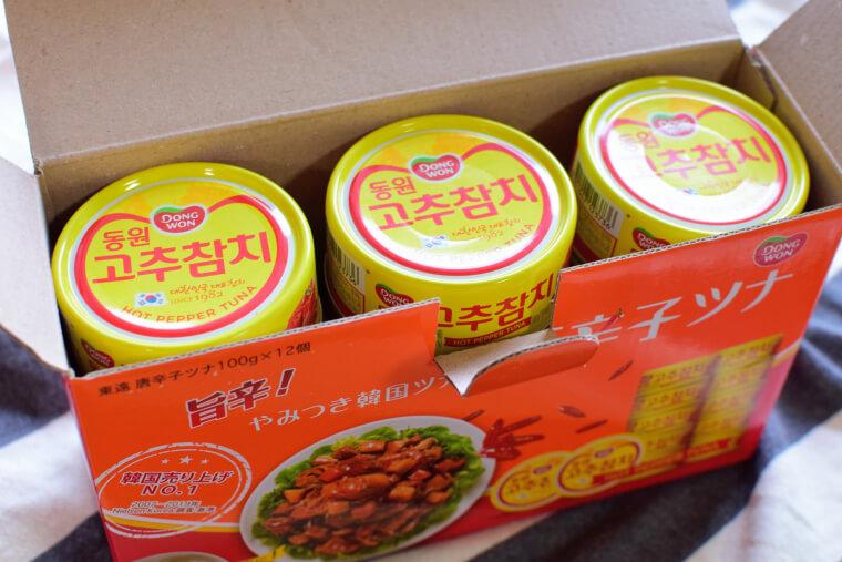 韓国唐辛子ツナ缶箱開ける