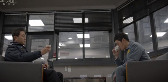 刑務所ルールブックコーヒー会話シーン (2)